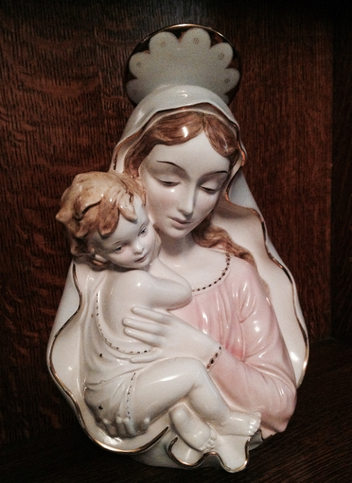Statue Of Mother Marry With Jesus Christ