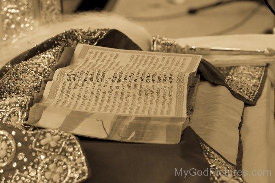 Side Picture Of Guru Granth Sahib Ji