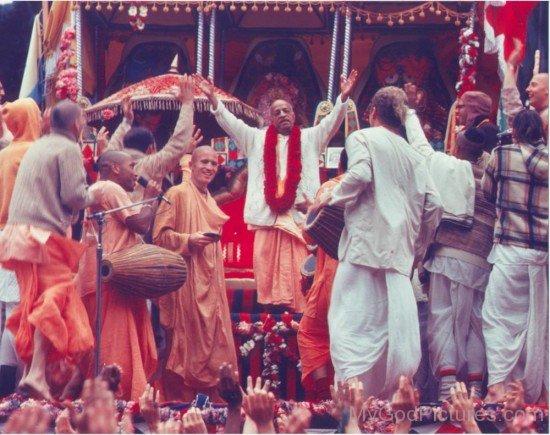 Abhay Charanaravinda Bhaktivedanta Swami Prabhupada With His Devotee