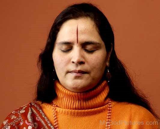 Anandmurti Gurumaa During Meditation