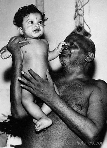 Bhagawan Nityananda With Lilltle Child