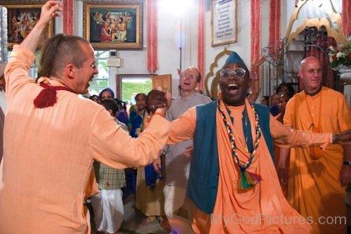 Bhakti Tirtha Swami Dancing