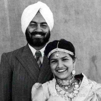 Maharaj Charan Singh Ji With His Wife