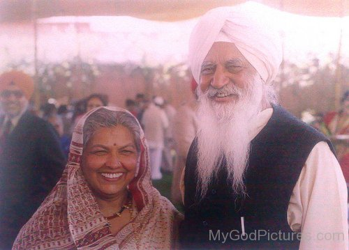 Maharaj Charan Singh Ji With Lady