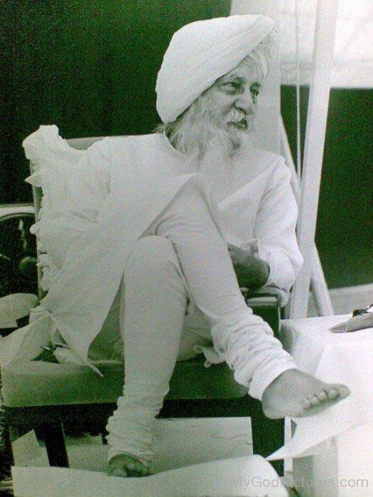 Spiritual Leader Maharaj Charan Singh Ji