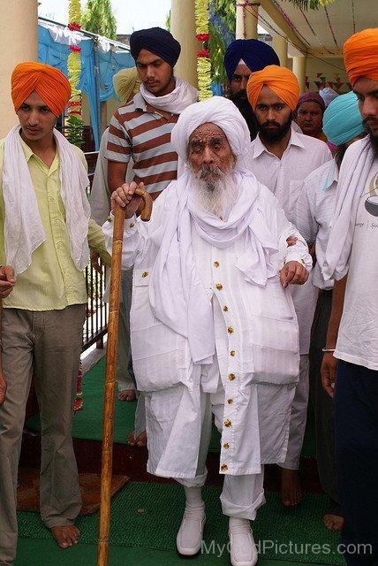 Standing Image Of Baba Ajit Singh Ji