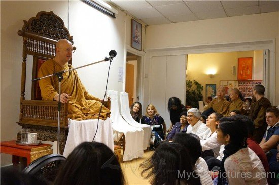 Ajahn Brahm Intracting With Devotees