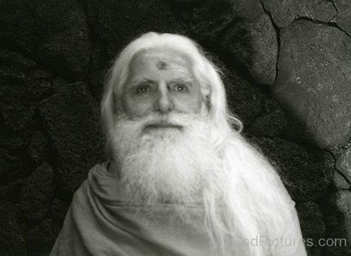 Black And White Picture Of Sivaya Subramuniyaswami