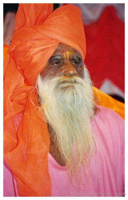 Gagangiri Maharaj Wearing Turban