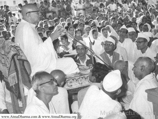 Kanji Swami Ji With Devotees