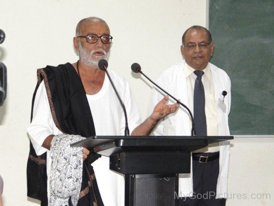 Morari Bapu Giving Speech In Medical College