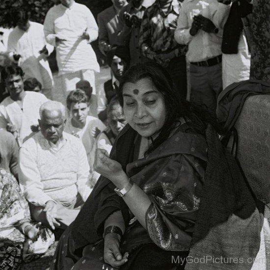 Nirmala Srivastava With Her Devotees