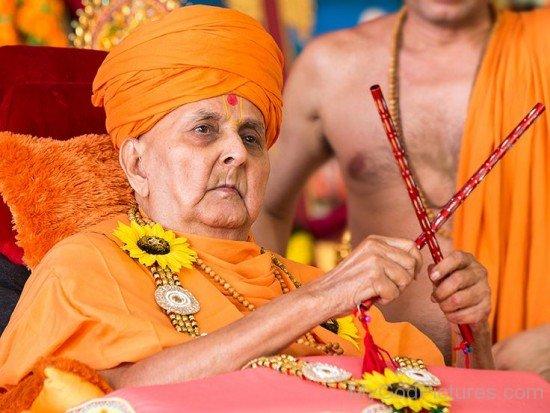 Pramukh Swami Maharaj Doing Dandiya