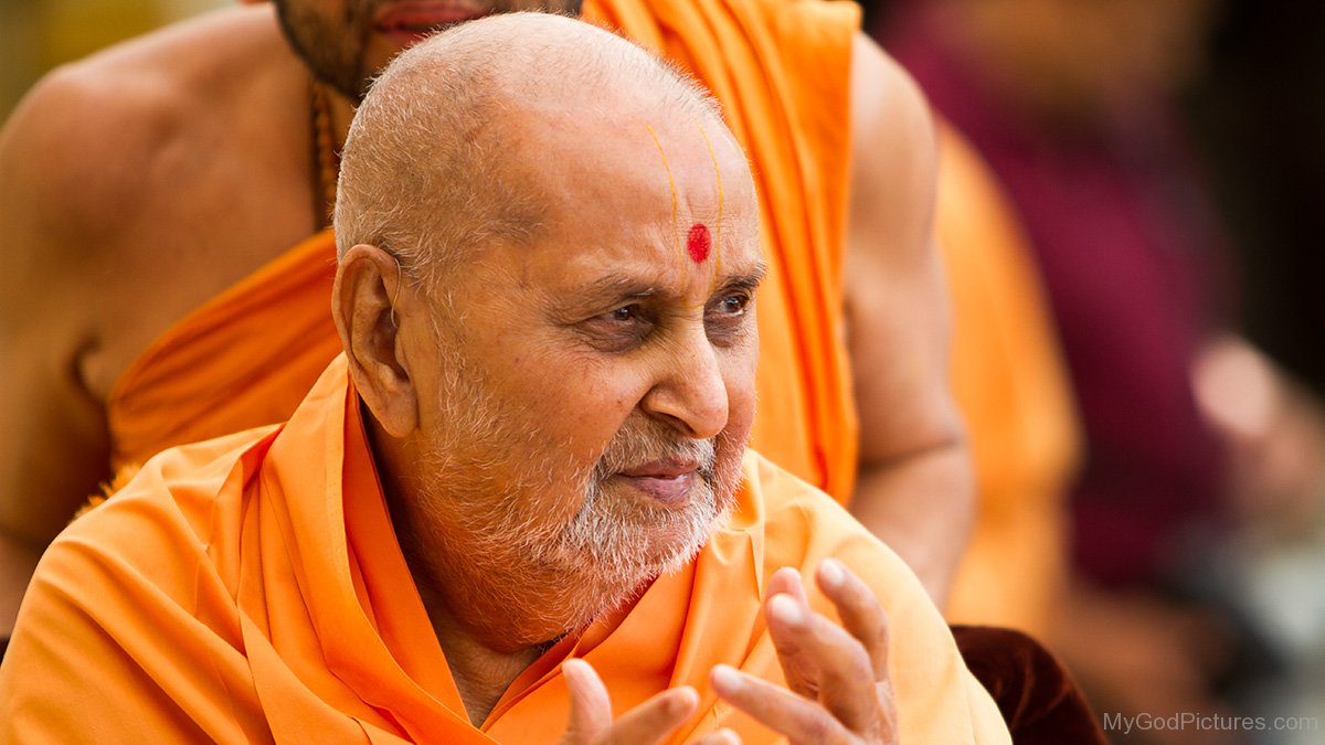 For selected photographs of Pramukh Swami Maharaj in higher resolution,  please click here.