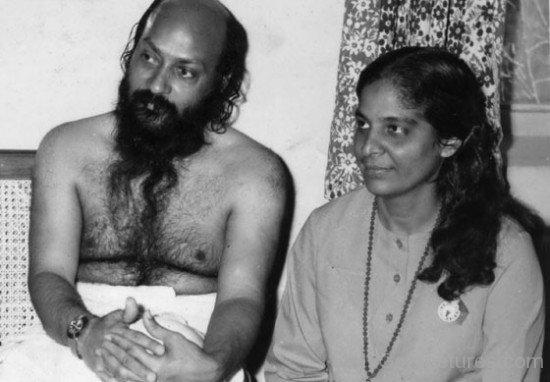 Rajneesh Osho With Maa Jyoti