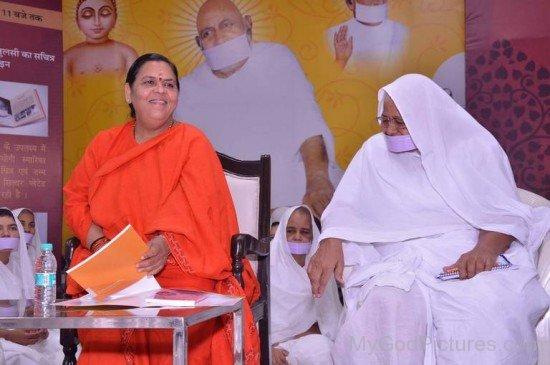 Sadhvi Kanakprabha Ji With Minister Uma Bharti