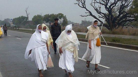 Sadhvi Kanakprabha Walking On Chair