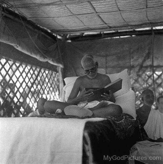 Sri Ramana Maharshi Reading Book