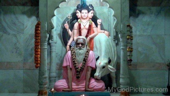 Statue Of Gagangiri Maharaj