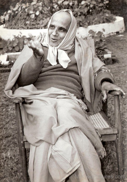 Swami Krishnananda Saraswati Sitting On Chair