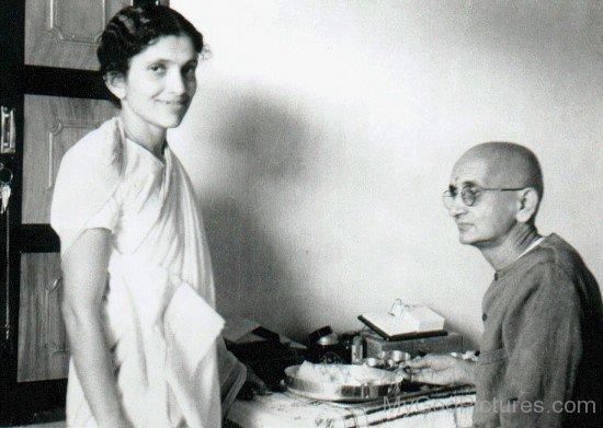 Swami Ramdas With Mata Krishnabai