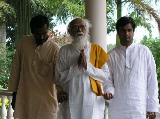 Vethathiri Maharishi With His Disciples