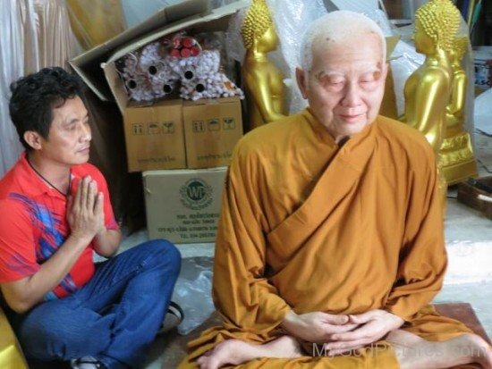 Thich Thanh Tu Doing Meditation