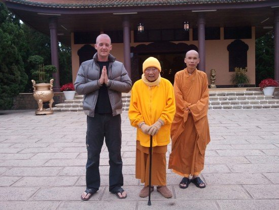 Thich Thanh Tu With Devotee And Disciple