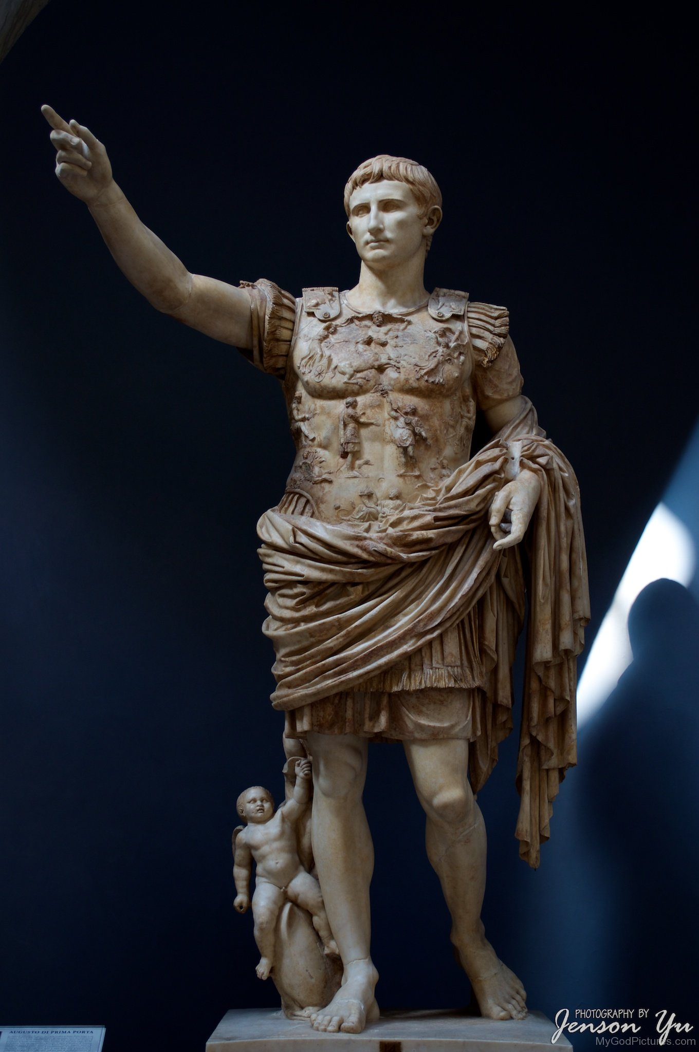 Augustus Pictures, Images