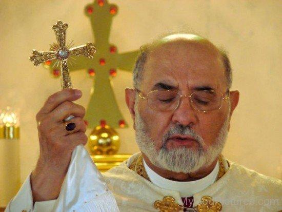 Mar Dinkha IV Holding Cross