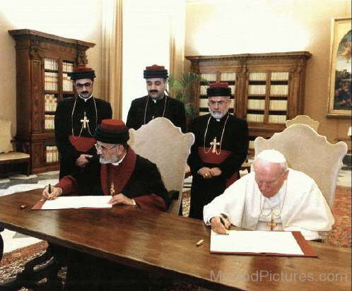 Patriarch Dinkha and Pope John Paul II signing The Common Christological Agreement