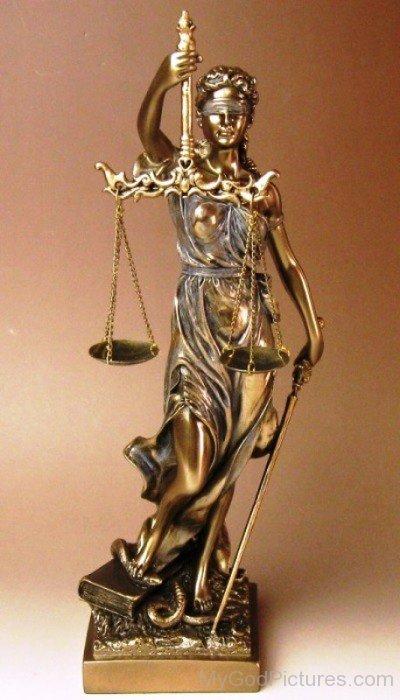Golden-Statue-Of-Justitia-hl706