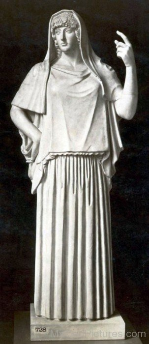 White Statue Of Hestia-yn620
