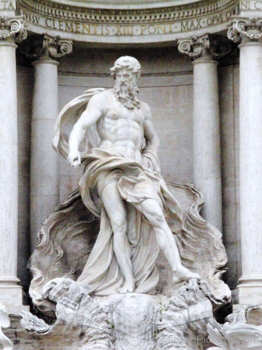 White-Statue-Of-Oceanus-rv512
